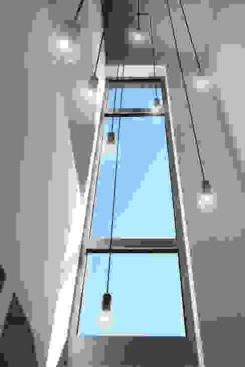 Moderne gangen, hallen & trappenhuizen van Marcus Hofbauer Architekt Modern