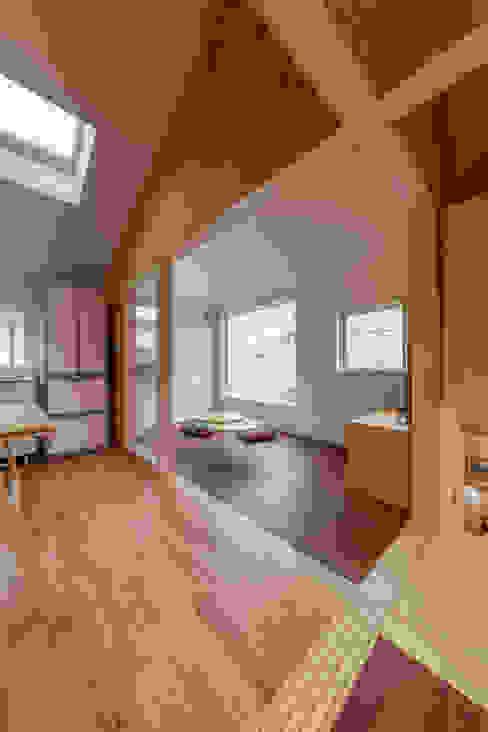 北烏山の住宅 モダンデザインの リビング の 水石浩太建築設計室/ MIZUISHI Architect Atelier モダン