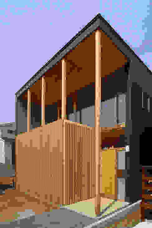 Дома в стиле модерн от 水石浩太建築設計室/ MIZUISHI Architect Atelier Модерн