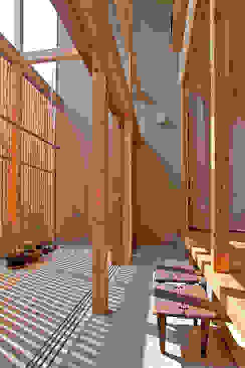 Балкон и терраса в стиле модерн от 水石浩太建築設計室/ MIZUISHI Architect Atelier Модерн