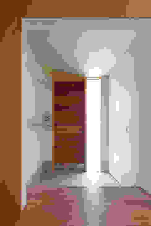 Projekty,  Korytarz, przedpokój zaprojektowane przez 水石浩太建築設計室/ MIZUISHI Architect Atelier, Nowoczesny