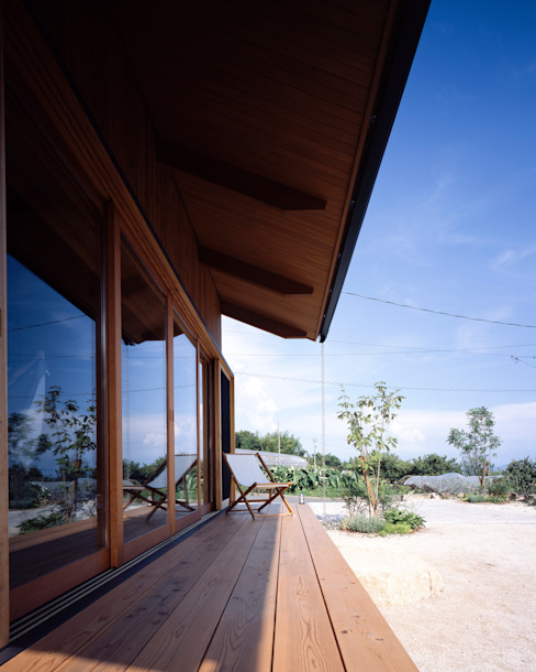 Minimalist balcony, veranda & terrace by TENK Minimalist