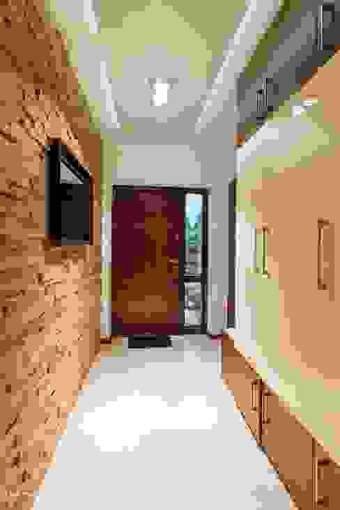 Modern Corridor, Hallway and Staircase by Gabinet Wnętrz Modern
