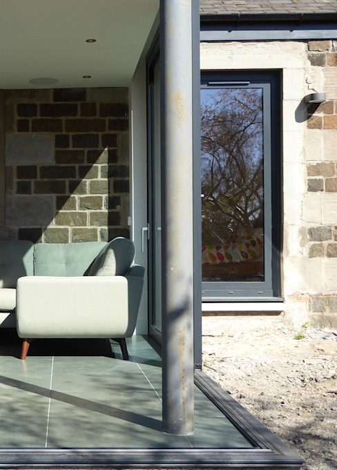 Sliding glass doors completely open the living/kitchen to the garden:  Houses by Woodside Parker Kirk Architects,