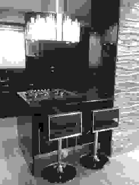 DESAYUNADOR EN ACCESO A COCINA Cocinas de estilo minimalista de CelyGarciArquitectos c.a. Minimalista Granito
