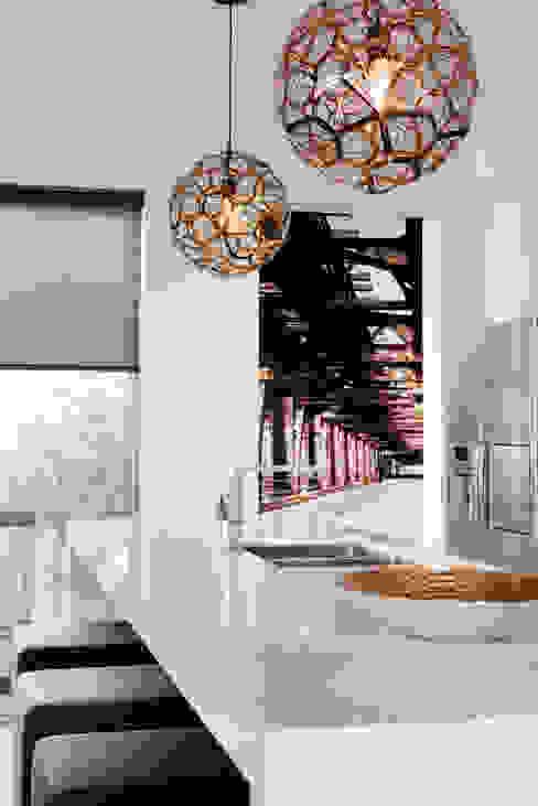 Kitchen โดย Moda Interiors โมเดิร์น หินควอตซ์