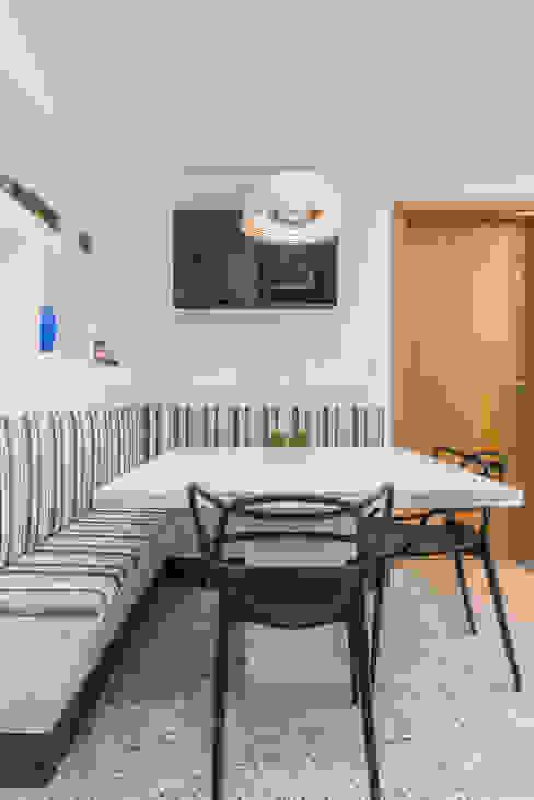 Copa Cozinhas clássicas por Sandra Pompermayer Arquitetura e Interiores Clássico