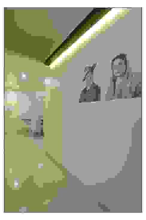 Entrance Passage Navmiti Designs Classic style bedroom