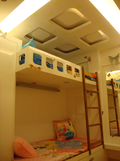 Kids Room:  Nursery/kid's room by Takeaway Interiors,Modern