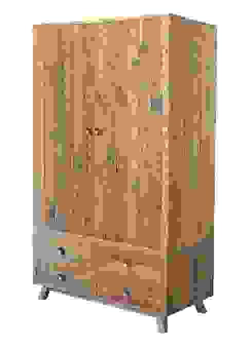 Nilsson Rustica Reclaimed Wood Wardrobe homify SchlafzimmerKleiderschränke und Kommoden Holz Holznachbildung