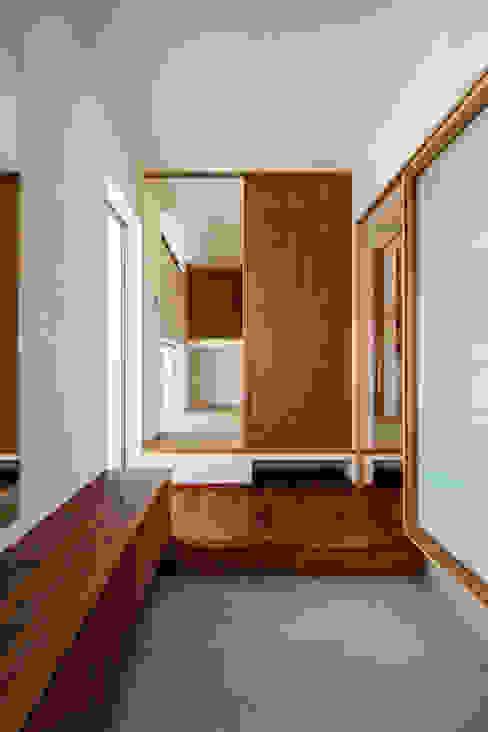 現代風玄關、走廊與階梯 根據 祐建築設計事務所 現代風