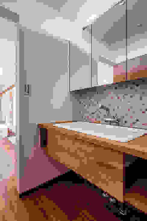 現代浴室設計點子、靈感&圖片 根據 祐建築設計事務所 現代風