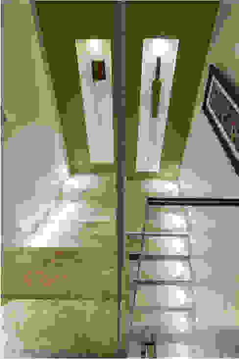 الممر والمدخل تنفيذ Maria Julia Faria Arquitetura e Interior Design,