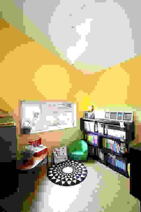Modern nursery/kids room by 주택설계전문 디자인그룹 홈스타일토토 Modern Chipboard