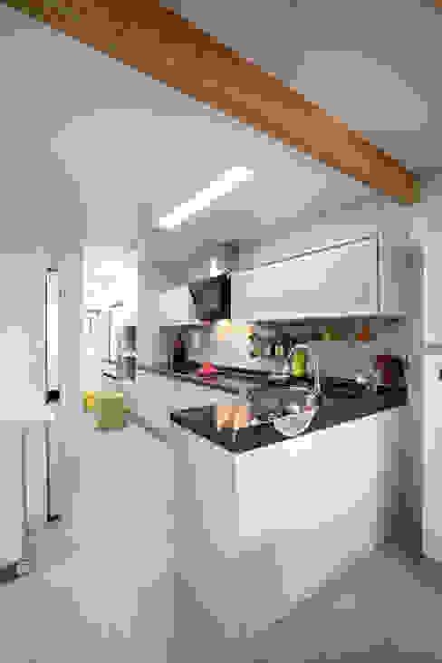 Modern kitchen by 주택설계전문 디자인그룹 홈스타일토토 Modern Tiles