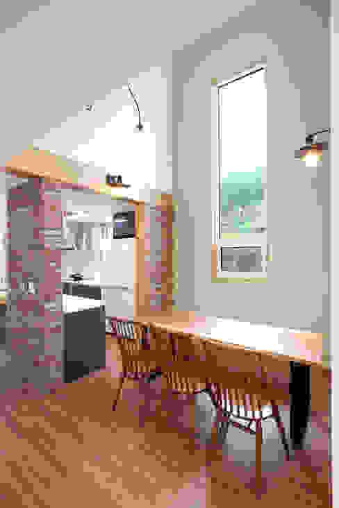 Phòng ăn phong cách hiện đại bởi 주택설계전문 디자인그룹 홈스타일토토 Hiện đại