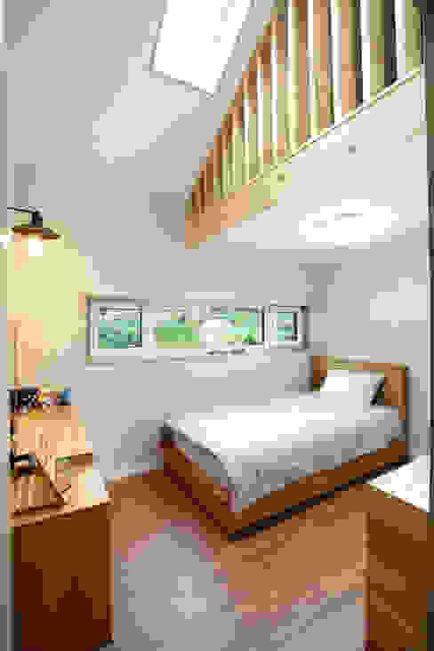 Phòng ngủ phong cách hiện đại bởi 주택설계전문 디자인그룹 홈스타일토토 Hiện đại