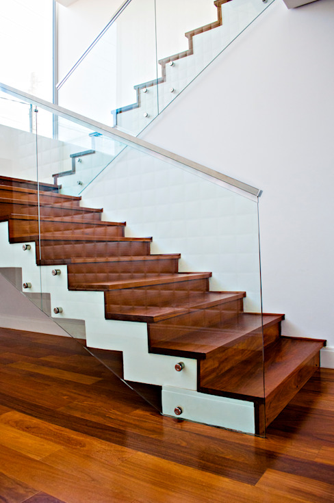 Casa MG Lozí - Projeto e Obra Corredores, halls e escadas modernos