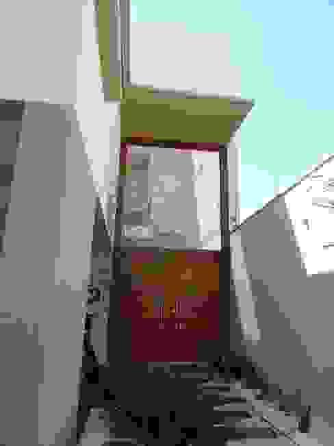 Casa SN Lozí - Projeto e Obra Corredores, halls e escadas modernos
