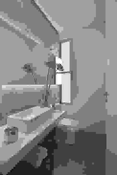 Baños modernos de David Guerra Arquitetura e Interiores Moderno