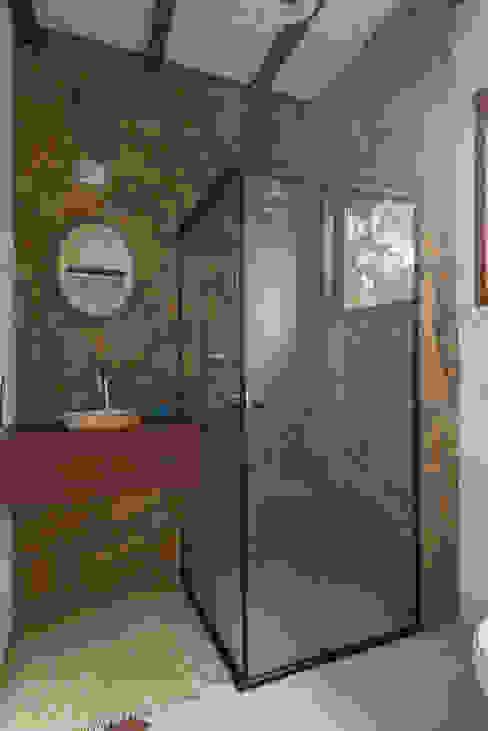 Rustic style bathroom by Valquiria Leite Arquitetura e Urbanismo Rustic