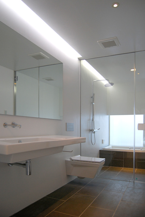 白の家 モダンスタイルの お風呂 の BDA.T / ボーダレスドロー モダン