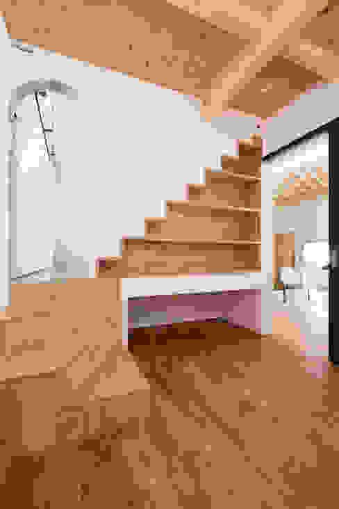 에클레틱 침실 by 一級建築士事務所 Atelier Casa 에클레틱 (Eclectic) 솔리드 우드 멀티 컬러