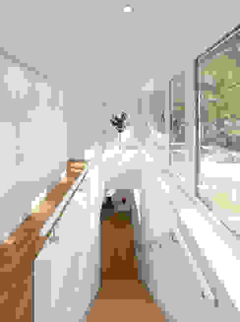 Koridor dan lorong oleh Justus Mayser Architekt, Modern