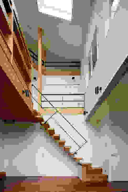 &lodge inc. / 株式会社アンドロッジ Koridor & Tangga Gaya Rustic White