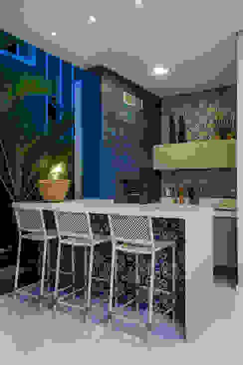Eveline Sampaio Arquiteta e Designer de Interiores Balkon, Beranda & Teras Modern Marmer Blue