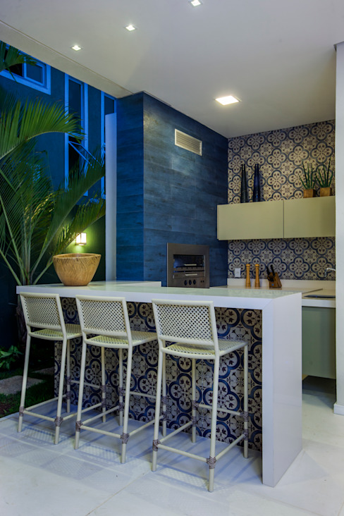 Balkon, Beranda & Teras Modern Oleh Eveline Sampaio Arquiteta e Designer de Interiores Modern Marmer