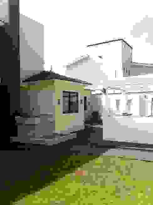 Rumah Modern Oleh GRUPO ESGO Modern