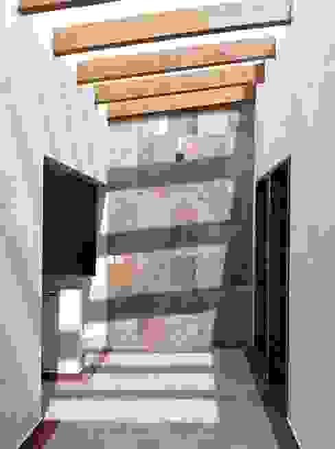 Corredores, halls e escadas modernos por GRUPO ESGO Moderno