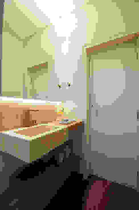 Baños de estilo moderno de Elisa Vasconcelos Arquitetura Interiores Moderno