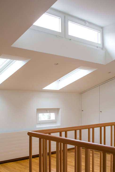 Diele und Treppenhaus Moderner Flur, Diele & Treppenhaus von Beat Nievergelt GmbH Architekt Modern
