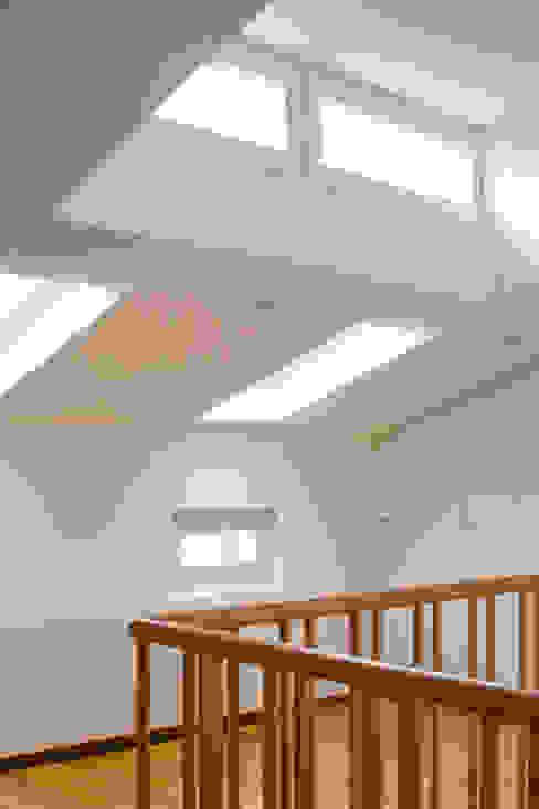 Beat Nievergelt GmbH Architekt Koridor & Tangga Modern
