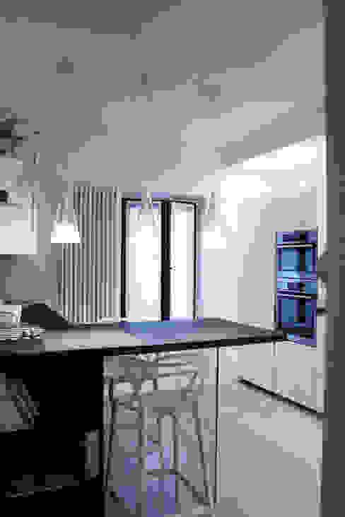Cocinas de estilo moderno de SuMisura Moderno