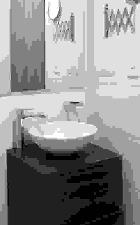 Baños de estilo  por Remodelar Proyectos Integrales