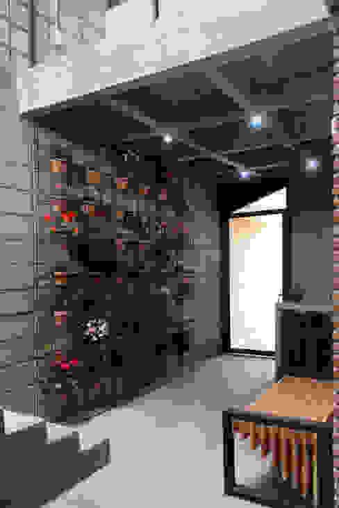 Casa Gala Pasillos, vestíbulos y escaleras coloniales de Apaloosa Estudio de Arquitectura y Diseño Colonial