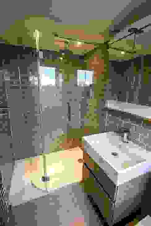 Loft & Extension, Raynes Park Modern bathroom by Cube Lofts Modern
