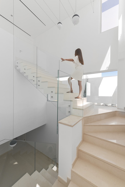 Modern Corridor, Hallway and Staircase by Corpo Atelier Modern