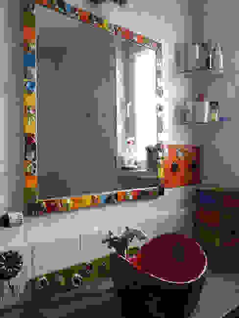 Ceramiczna rama lustra do łazienki, rama lustra z kafelków kolorowe kwiaty Dekory Nati Wiejska łazienka Ceramiczny Wielokolorowy