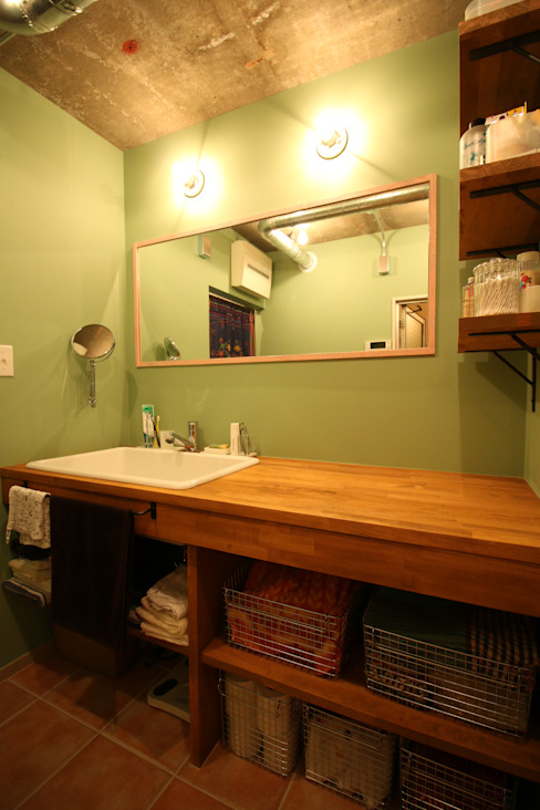 Asian style bathroom by いえラボ Asian