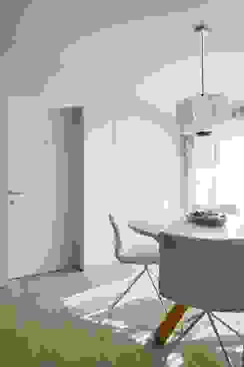 SS Apartment Salas de estar minimalistas por PAULO MARTINS ARQ&DESIGN Minimalista
