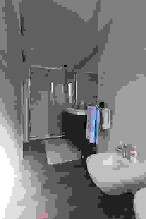 Salle de bains de style  par Laura Galli Architetto, Moderne