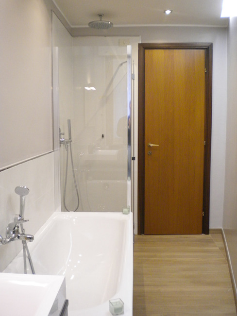 現代浴室設計點子、靈感&圖片 根據 Architetto Alberto Colella 現代風