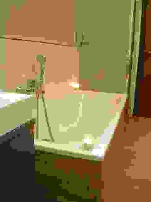 Moderne badkamers van Architetto Alberto Colella Modern