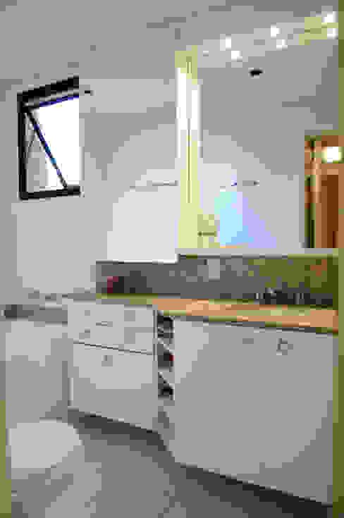 Suíte Casal Banheiros modernos por João Linck | Arquitetura Moderno