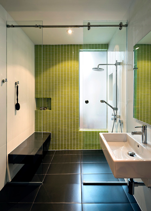 Baños de estilo moderno de KUBE architecture Moderno