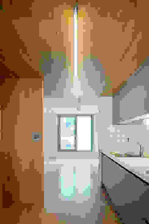 現代廚房設計點子、靈感&圖片 根據 서가 건축사사무소 現代風